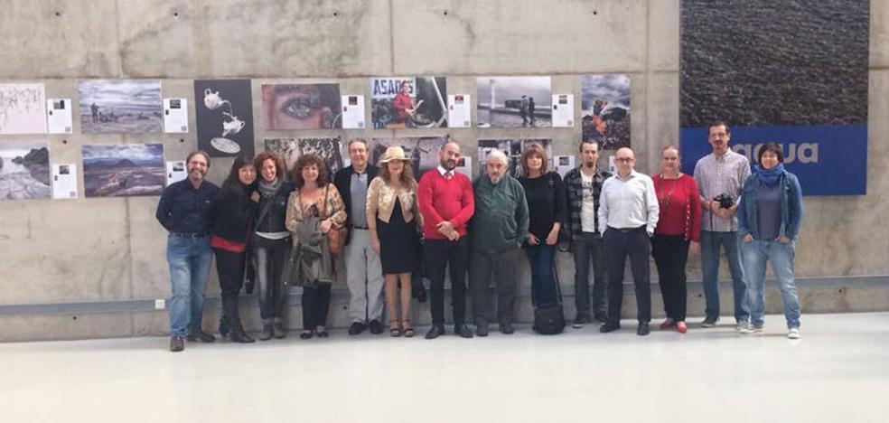 Letras e imágenes, lenguaje fotográfico en la expo del curso de Carlos de Paz en la UAL