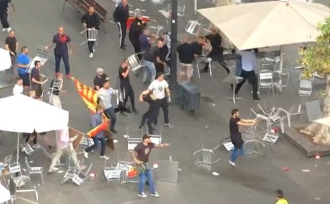 Ascienden a 21 los detenidos por la batalla campal a sillazos en Barcelona tras la manifestación del 12-O