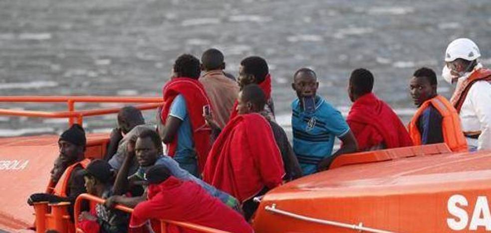 Rescatadas 90 personas de tres pateras en el mar de Alborán