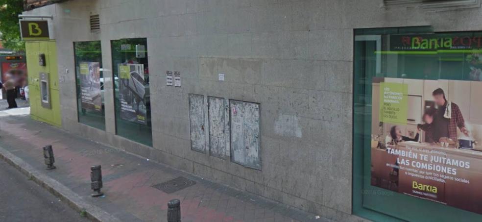 Un hombre armado asalta un banco en Madrid y toma varios rehenes