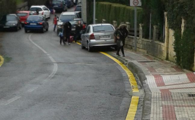 3.000 euros de multa por pintar una línea amarilla en el suelo frente a su garaje