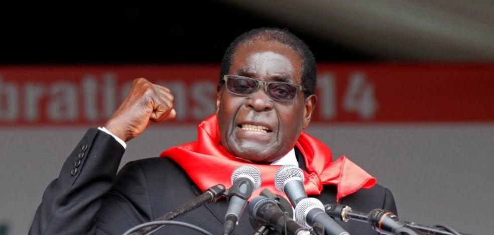 Mugabe se resiste a dimitir en negociaciones con los militares