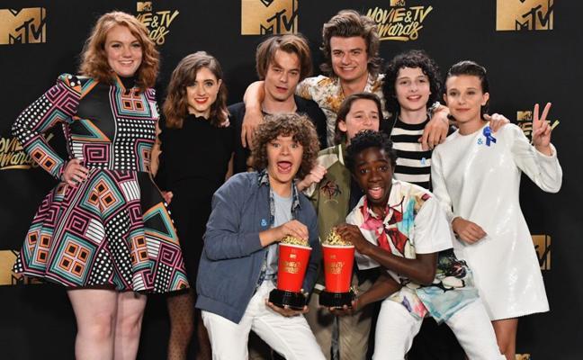Pillan a dos actores de 'Stranger Things' como novios