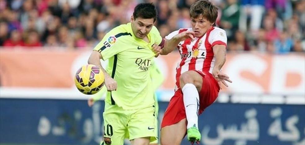 Sancionan a un guardia civil que desatendió el servicio para ir al partido UD Almería-FC Barcelona
