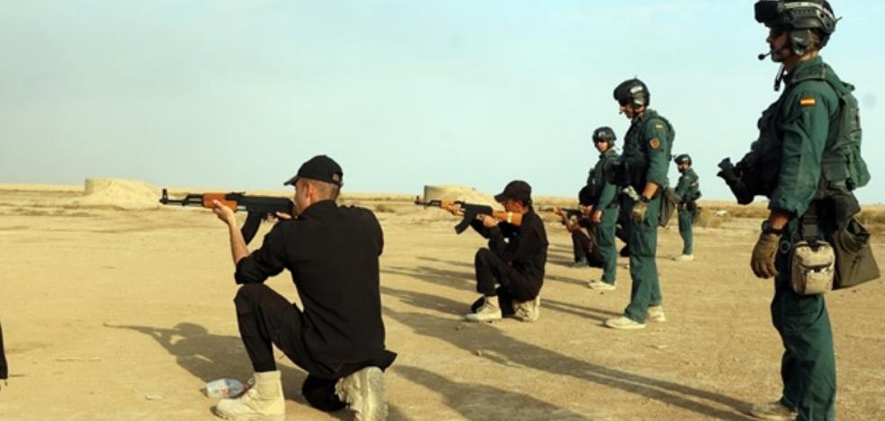 Guardias civiles españoles entrenan al Batallón Energy Police en Irak