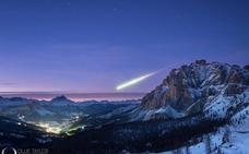 Un fotógrafo logra la imagen del año: una bola de fuego sobre los Alpes