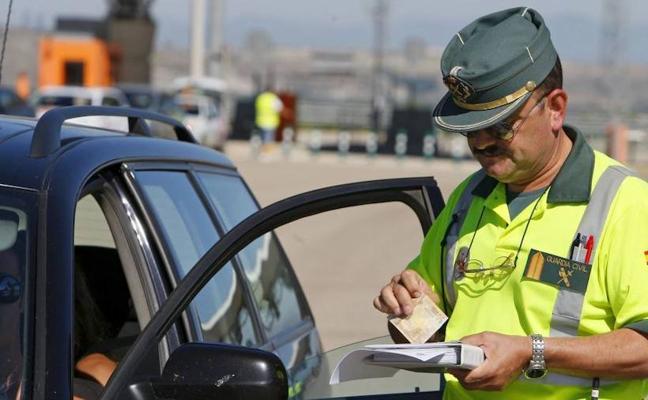 ¿Una Navidad sin multas? La Guardia Civil amenaza con 'huelga de bolis caídos'