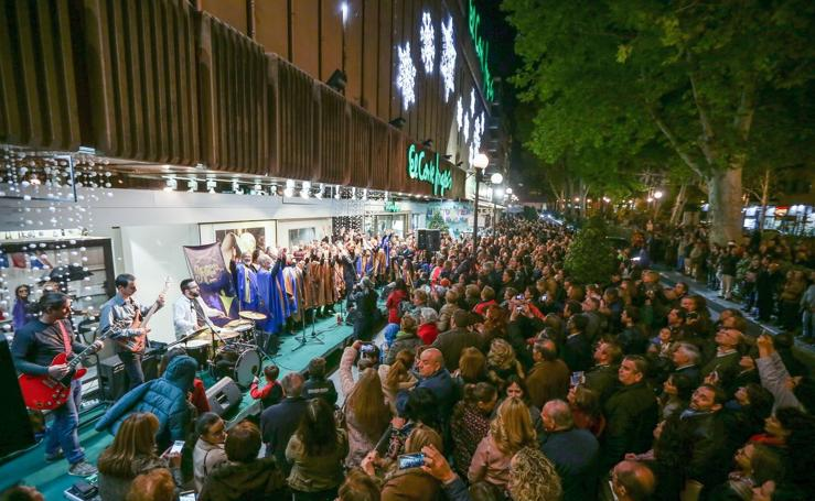 Música, chocolate y buñuelos celebran el tradicional encendido de El Corte Inglés