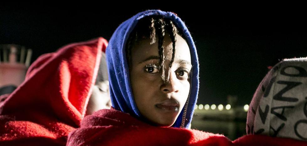 Llegan al puerto de Motril más de 100 inmigrantes rescatados de dos pateras