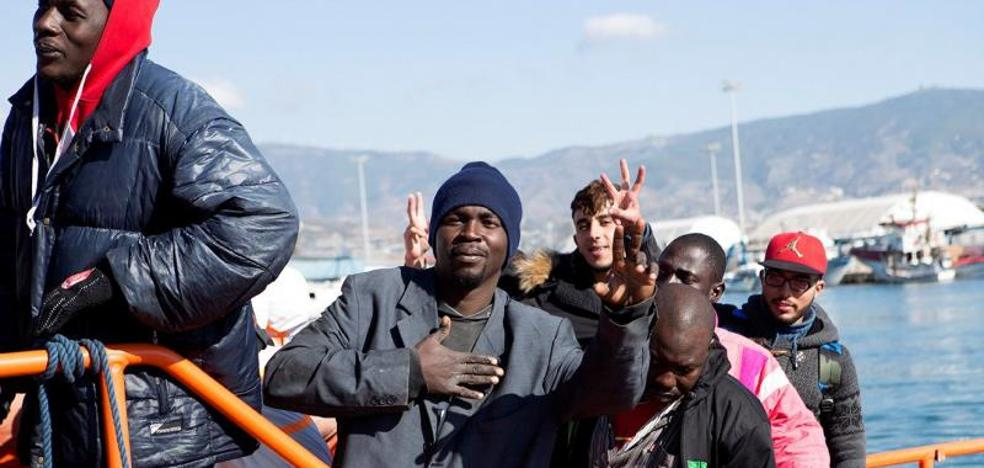 Llegan en buen estado a Motril los 47 inmigrantes rescatados en 3 pateras