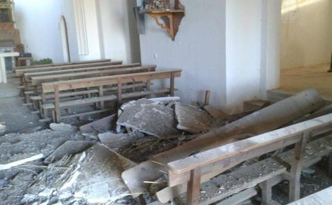 Los excrementos de las palomas hunden el techo de una iglesia