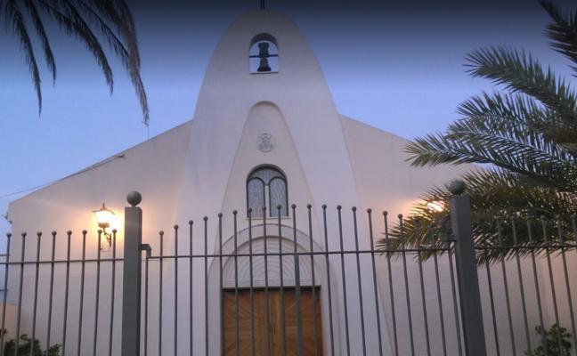 Anulan el despido de un sacristán acusado de desvelar la relación amorosa del párroco de su iglesia