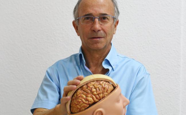 El médico de Granada que está entre los 50 mejores de España