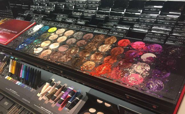 Un niño destruye maquillaje por valor de 1.300 dólares en una tienda de Sephora