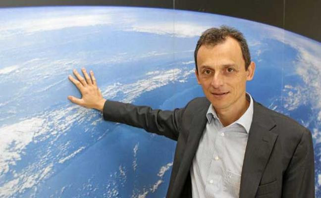 ¿La Tierra es plana? Un 'youtuber' afirma que sí y Pedro Duque le responde