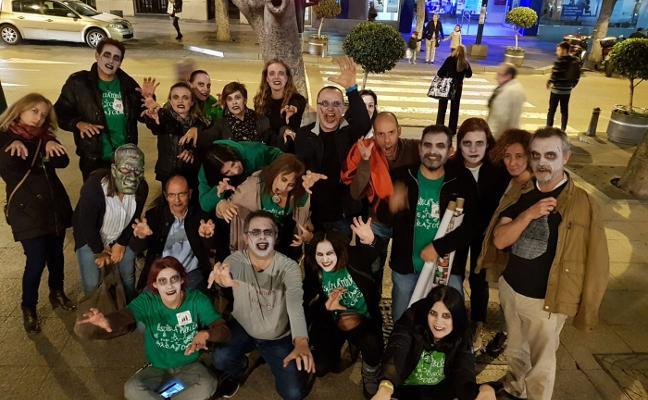 Profesores se convierten en zombis para protestar por la situación de los interinos