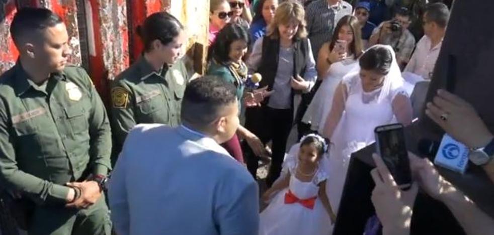 Una pareja se casa en el muro que divide México y Estados Unidos