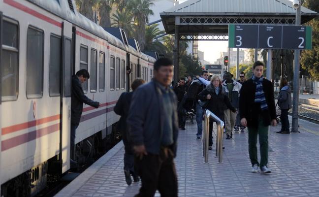 PP, Podemos e IU votan contra el estudio del Cercanías para Almería