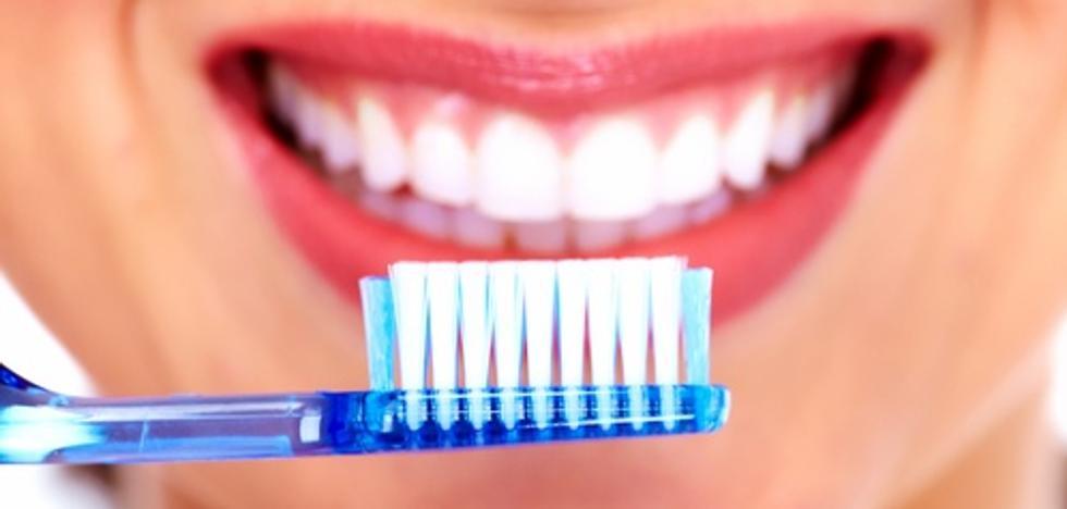 Alertan contra el error que muchos cometen al cepillarse los dientes: «Es un foco de infecciones»