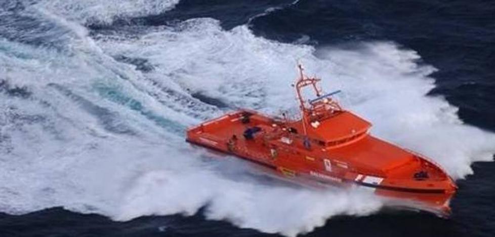 Rescatan A 17 personas, entre ellas una mujer y 2 bebés, a 30 millas Cabo Gata
