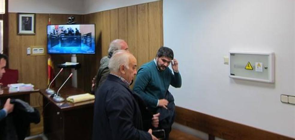 El alcalde de Marmolejo elude su responsabilidad y la dirige al alcalde fallecido