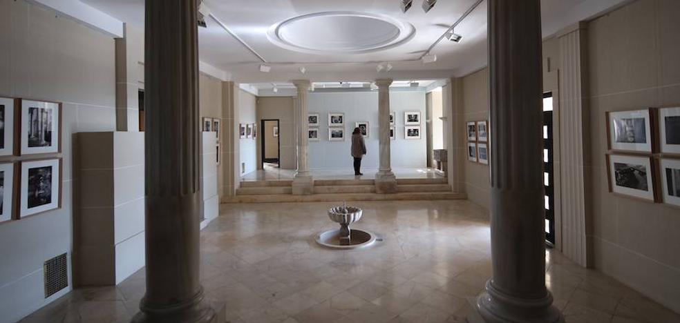 La exposición 'Focos de nueva luz sobre la colina de la Alhambra', ahora en la Fundación Rodríguez-Acosta