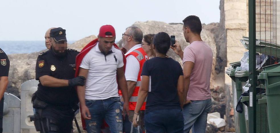 """Almería Acoge tacha de """"inhumano"""" el traslado de inmigrantes a Archidona"""