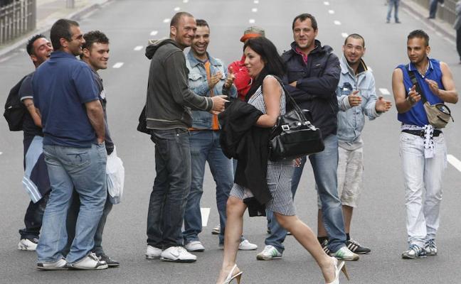 20 situaciones machistas que pasan en Granada y no percibes