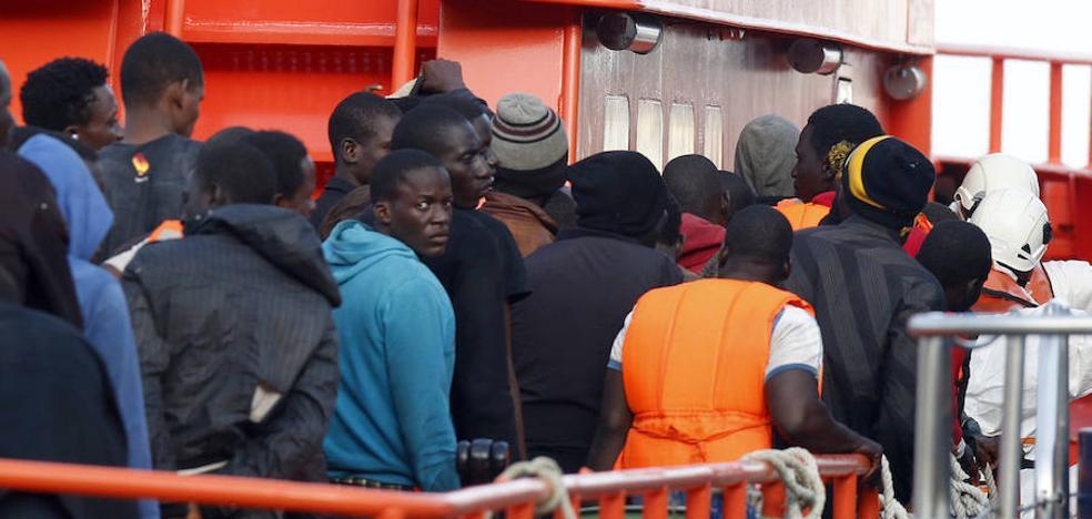Ascienden a 158 los rescatados en el mar tras el auxilio de otras cuatro pateras en torno a la isla de Alborán