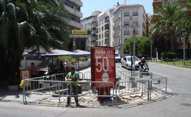 El Ayuntamiento da tres meses para que los residentes de la zona peatonal tramiten permisos para sus vehículos