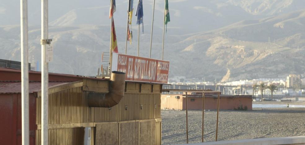 El Ayuntamiento deja en manos de los propietarios de los chiringuitos su pervivencia