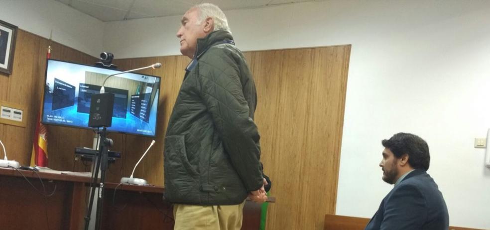 El alcalde de Marmolejo niega que firmase la licencia por la que lo juzgan