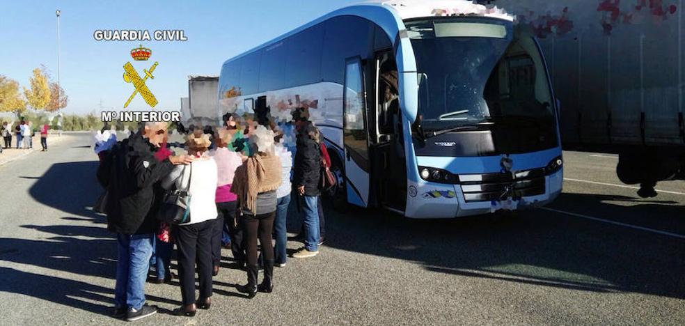 Pillan en la A-44 en Jaén a un conductor de autobús drogado con 37 pasajeros