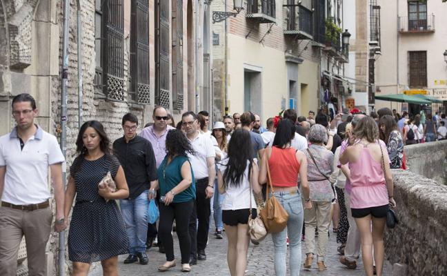 El abismo del termómetro en Granada: de 7 a 24 grados en 8 horas