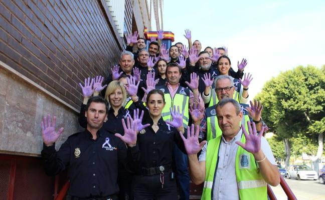 La Policía Nacional de Almería se suma a los actos contra la violencia de género