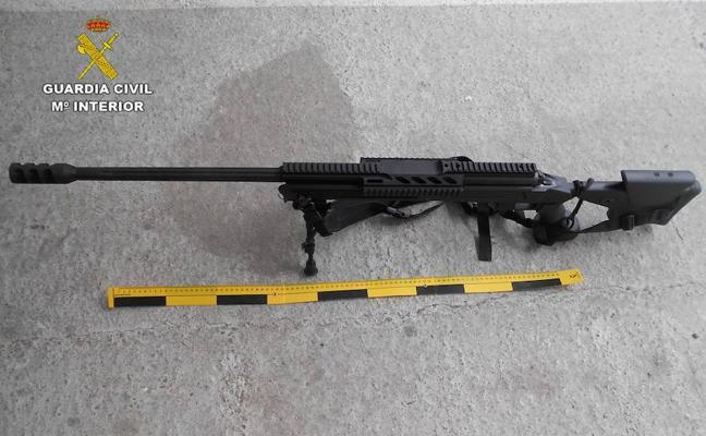 Descubren un fusil de asalto y una pistola en un centro de envasado de marihuana de Granada