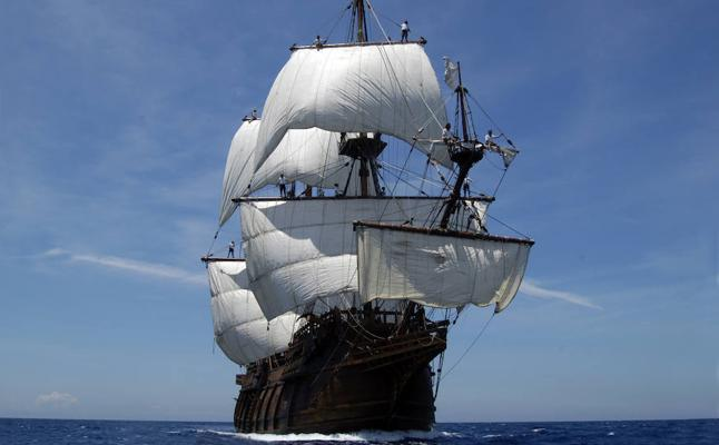 Un barco legendario, en el Puerto de Motril