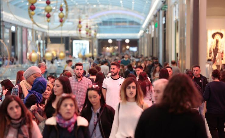 Black Friday en Granada: atasco en las principales arterias de la capital