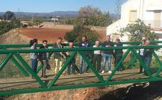 Concluida la pasarela peatonal para mejorar la seguridad vial en el acceso a la estación de Espeluy