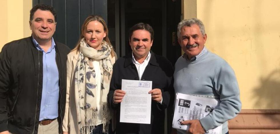 Fernández de Moya apoya a Requena y presiona a los críticos