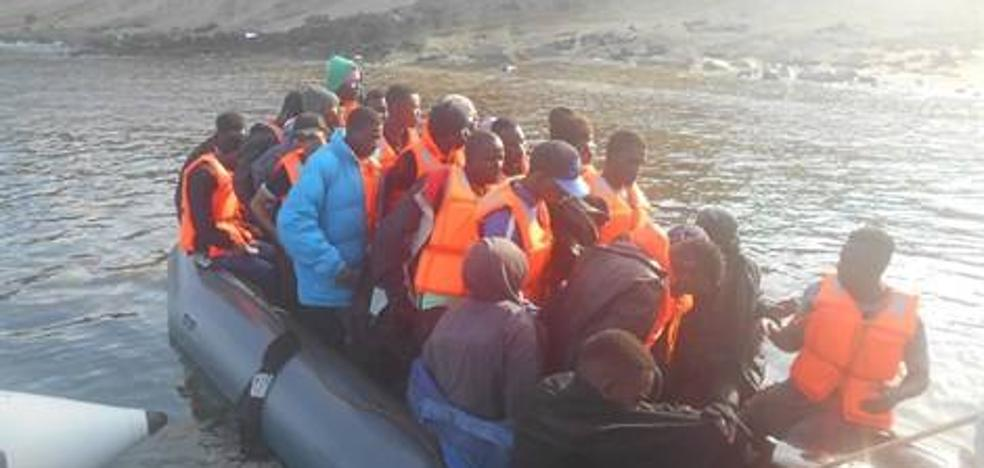Rescatan a 31 migrantes magrebíes a bordo de dos pateras en aguas de Cabo de Gata