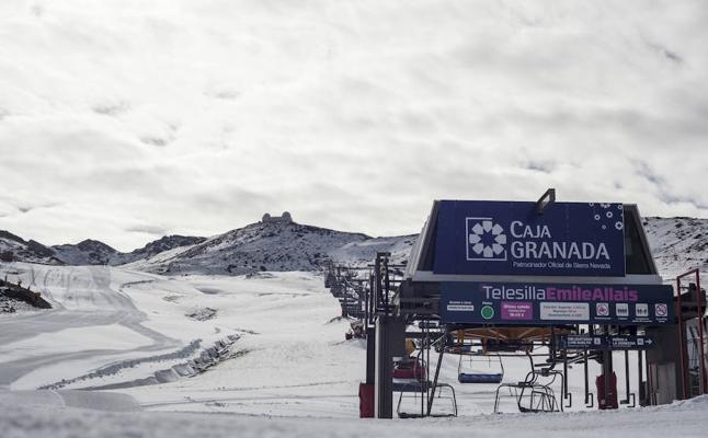 Sierra Nevada abre dos kilómetros de pistas y pone el forfait a 25 euros y el párking gratis