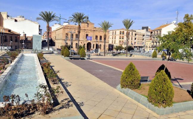 Acometerán obras en la plaza del Ayuntamiento para evitar goteras