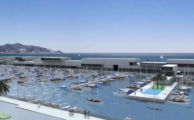 Un empresario resucita el puerto deportivo de Playa Granada paralizado hace cinco años