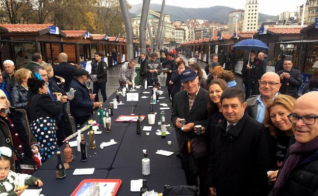 """Los aceites y gastronomía de Jaén """"seducen al público"""" en la 'Fiesta del Primer Aceite' en Bilbao"""