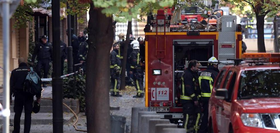 Los bomberos tuvieron que cortar dos pilonas fijas para intervenir en el incendio de San Juan de Letrán