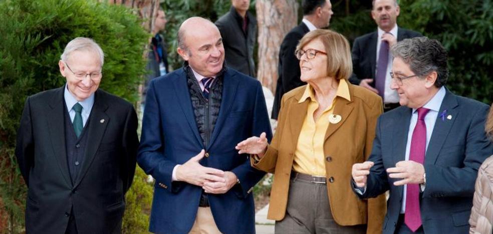 Guindos cree que las empresas volverán a Cataluña cuando recupere la normalidad