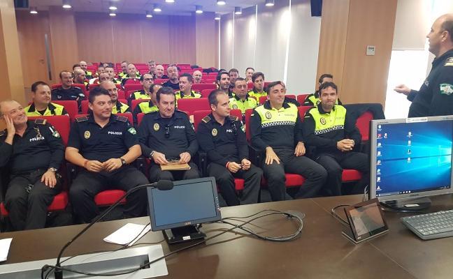 Policías locales se preparan para poder realizar test de detección de drogas
