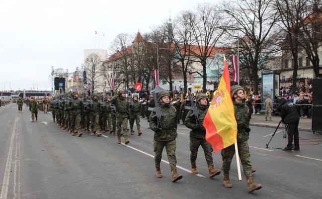 El Ejército español participa en la Fiesta Nacional de Letonia