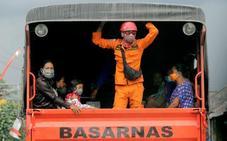 Evacúan a 100.000 personas en Bali por riesgo de erupción del volcán Agung